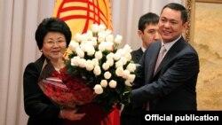 Роза Отунбаева и Омурбек Бабанов, Бишкек, 30 ноября 2011 года.
