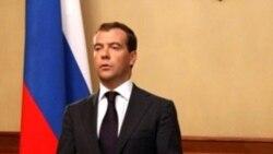 Дмитрий Медведев имрӯз, 26 август, зери санади расмии эътирофи Осетияи Ҷанубӣ ва Абхозистон имзо гузошт