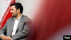علی لاریجانی ممنوعالخروجی محمد خاتمی را به محمود احمدینژاد نسبت داده است.