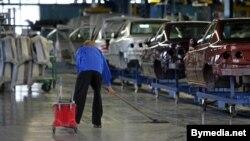 Зборачная вытворчасьць аўтамабіляў у Абчаку. 2006 год, на канвэеры — «Саманды»