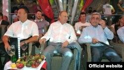 Президенты России, Армении и Азербайджана наблюдают за соревнованиями по боевому самбо в Сочи, 9 августа 2014 г.