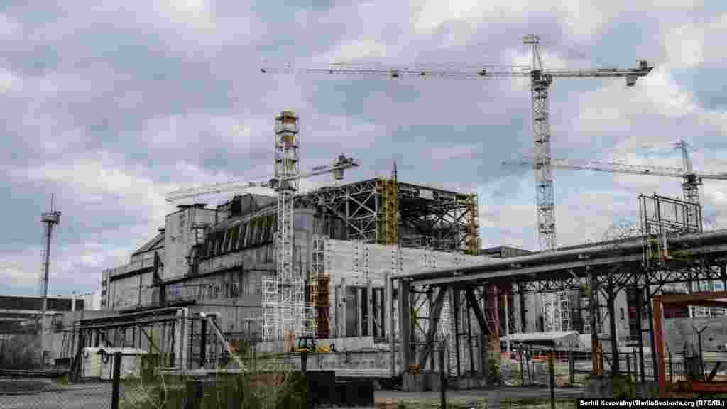 Між об'єктом«Укриття» та будівельним майданчиком НБК звели додаткову бетонну стіну, щоб зменшити опромінення персоналу