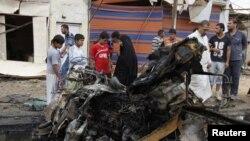 Banorët janë mbledhur pas sulmit me makinë-bombë në lagjen Kamalija të Bagdadit