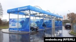 """Если бы автомобили из Австралии доехали до Белоруссии, то """"помылись"""" бы на автомойке на солнечных батареях в Гродно (на снимке)"""