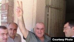 "Armenia -- Hamlet Hovannisian, a fugitive opposition member, surrenders to police on 30Jul2009. (Photo courtesty of ""Haykakan Zhamanak."")"