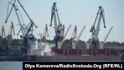 Розвантаження вугілля в порту «Південний», Одеська область