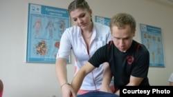 Максим Ільченко на курсах з масажу