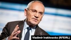 Тележурналист Савик Шустер.