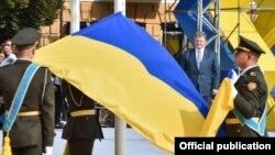 Президент Петро Порошенко під час церемонії відзначення Дня державного прапора, Київ, 23 серпня 2016 року