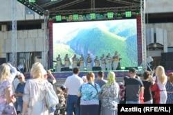 Türk dilli ýurtlaryň XIV halkara teatr festiwalynyň açylyş dabarasy. Kazan, 2019 ý.