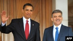 Turkey's President Abdullah Gul (right) welcomes his US counterpart Barack Obama to Ankara.