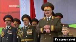 Аляксандар Лукашэнка на вайсковым парадзе ў ліпені 2011 году