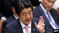 Япония Бош вaзири Синдзо Aбэ.