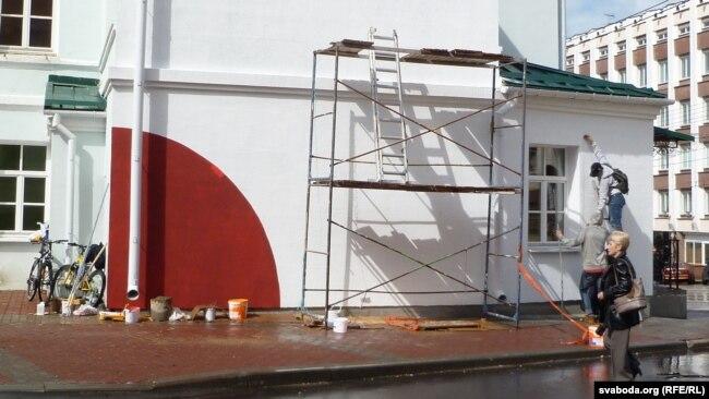 Віцебскія студэнты рэстаўруюць эскіз Малевіча «Сьмерць шпалерам» (архіўнае фота)
