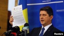 Մահապատժի արգելման հարցով ԵԽԽՎ-ի գլխավոր հանձնակատար, Ռումինիայի նախկին արտգործնախարար Տիտուս Կորլատեանը, արխիվ, Բուխարեստ, 10 նոյեմբերի, 2014թ.