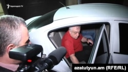 Armenia -- Aleksandr Sarkisian is taken to the NSS for questioning, Yerevan, July 4, 2018.