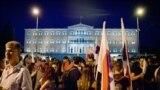 Гръцки граждани често излизат на протести срещу строгата бюджетна дисциплина. Благодарение на нея обаче Гърция бавно се възстановява от кризата.