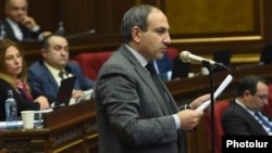 Armenia - Opposition leader Nikol Pashinian speaks during the Armenian government's question-and-answer session in parliament, Yerevan, 3Feb2016.