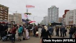 Збор подпісаў каля Камароўскага рынку ў Менску. 14 чэрвеня 2020
