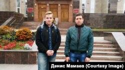 Данила Бузанов и Денис Мамаев у Саратовского областного суда 8 октября 2019 года