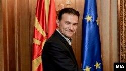 Министерот Роберт Поповски