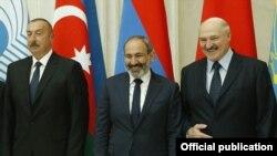 İlham Əliyev (soldan), Nikol Pashinian və Belarus Prezidenti Alexander Lukashenko, 6 dekabr, 2018-ci il