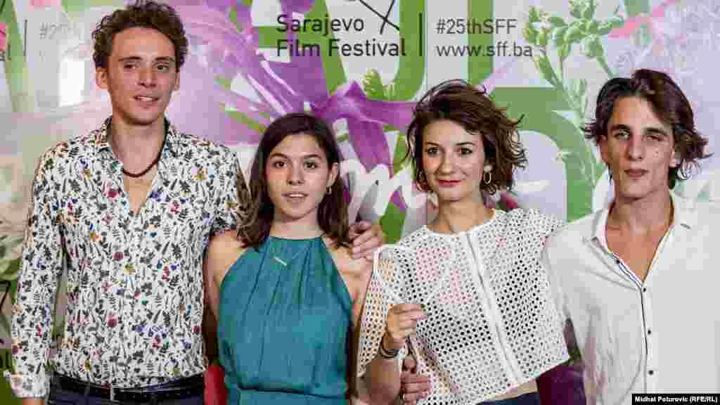 "Rediteljica najboljeg filma 25. SFF-a ""Take me somewhere nice"" (Bosna i Hercegovina, Holandija),Ena Sendijarević (druga zdesna)."