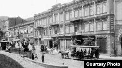 Несмотря на то, что части уникальных по своей форме и содержанию зданий старых тбилисских гостиниц уже просто не существует, остаются и те, в которые можно вдохнуть новую жизнь