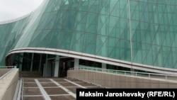 Более трех часов идет допрос Субелиани в МВД