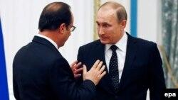 Франция және Ресей президенттері Франсуа Олланд (сол жақта) пен Владимир Путин.