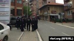 Policija u centru Prištine, 8. april 2016.