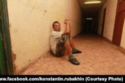 Пациент Новохоперского психоневрологического интерната, июль 2011 года, фото Константина Рубахина