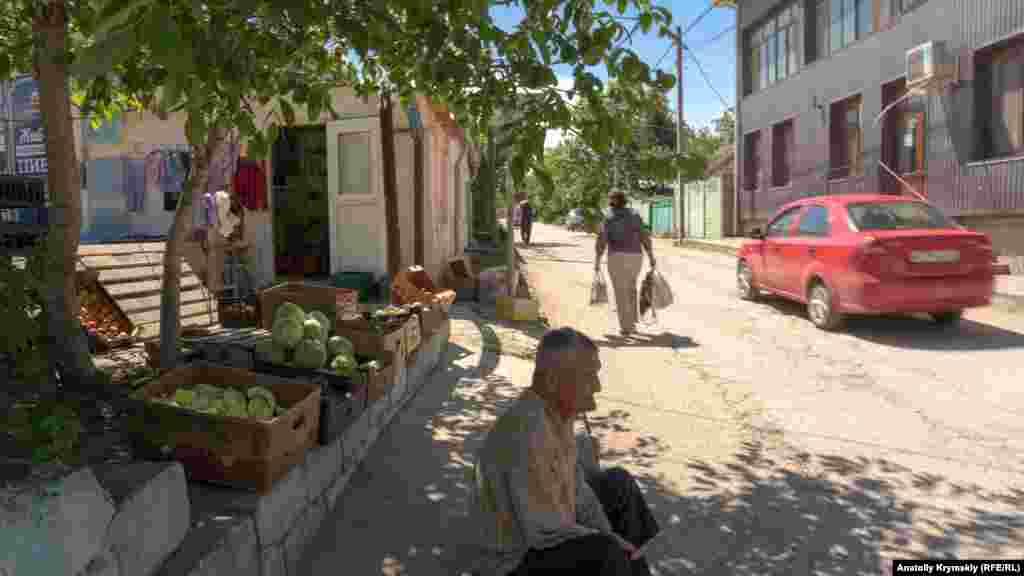 Под сенью грецкого ореха на улице Советской
