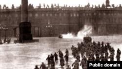 """1917 йилнинг 7 ноябр куни """"Қишки сарой""""нинг ишғол қилиниши."""