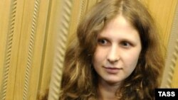 Russia -- Maria Alekhina, a member of female Russian punk band Pussy Riot, stands inside defendants cage in a Moscow court, 19Apr2012