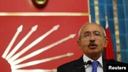 Претседателот на главната турска опозициска Републиканска народна партија Кемал Килиџдаролу