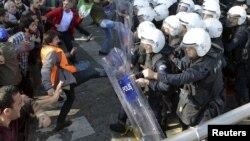Ankarada partlayışlardan sonra nümayişçilərlə polis arasında toqquşma – 10 oktyabr 205.