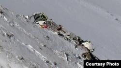 باقیمانده هواپیمایی که در کوه دنا سقوط کرد.