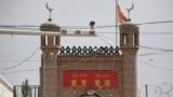 Видеокамера на улице у мечети в одном из населенных пунктов Китая. Иллюстративное фото.