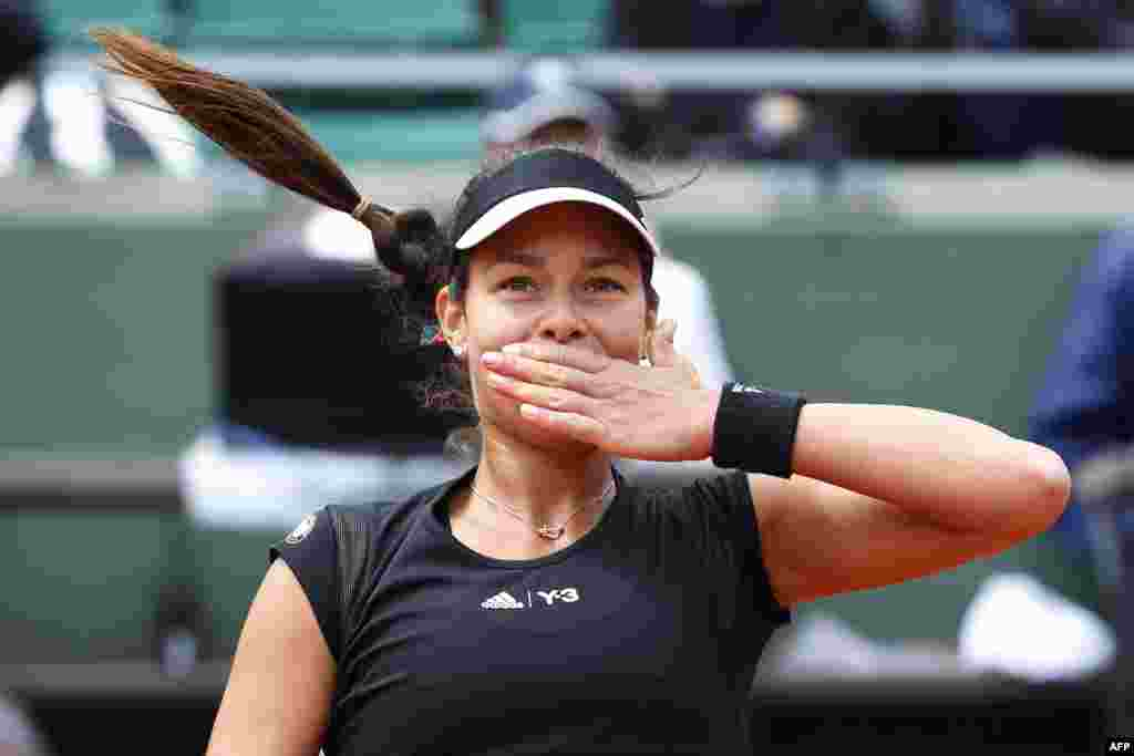 Serbia's Ana Ivanovic celebrates after winning her match against Russia's Ekaterina Makarova during the women's fourth round of the Roland Garros 2015 French Tennis Open in Paris. (AFP/Kenzo Tribouillard)