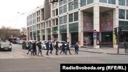 На вулицях Донецька всі ці дні досить багатолюдно