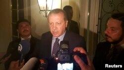 Թուրքիայի նախագահ Ռեջեփ Էրդողանը Մարմարիս հանգստավայրում զրուցում է լրագրողների հետ, 15-ը հուլիսի, 2016թ.