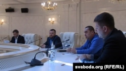 Դոնեցկի անջատականների առաջնորդները Ուկրաինայի հարցով նախորդ բանակցությունների ժամանակ, Մինսկ, 5-ը սեպտեմբերի, 2014թ․