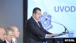 Ivica Dačić govori na konferenciji o terorizmu, 27. april 2010. Foto: Vesna Anđić