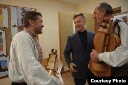 Зустріч Наливайченка з білоруськими лірниками Василем Гринєм і Алєсєм Лосем, місто Рівне, 14 жовтня 2016 року