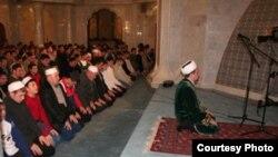 На всех места в мечети во время Курбан-Байрама может не хватить