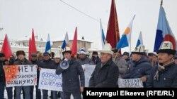 Пикет у здания посольства Китая в Бишкеке. 20 декабря 2018 года.