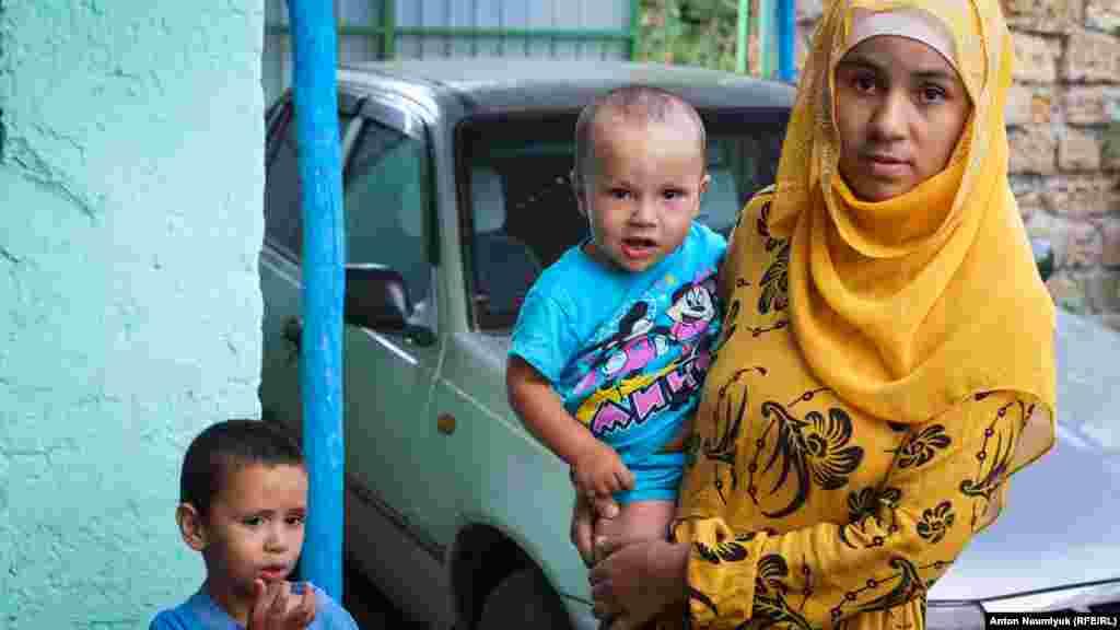 Семья активиста поддержала Османа после того, как его оштрафовали. Правда, вторая сумма стала для них шоком – заработать такие деньги для Белялова и его родственников было нелегко