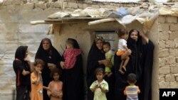 عائلة عراقية مهجرة ـ من الارشيف