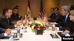 АКШ жана Египет делегацияларынын сүйлөшүүлөрү. Каир, 3-ноябрь, 2013-жыл.